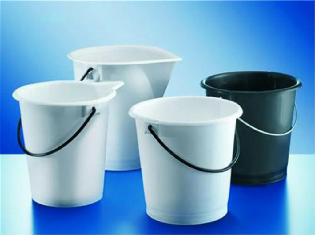 Buckets, LDPE, graduated, labo ratory and industri